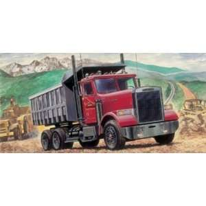 Italeri 1/24 Freightliner Heavy Dump Truck Model Kit Toys & Games