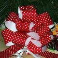 red white polka dots christmas gift pull bows