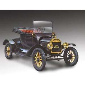 Lindberg 132 scale 1915 Ford Model T Coupe Toys & Games